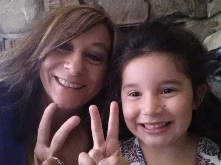 Danna Cruzan and Sami doing peace signs